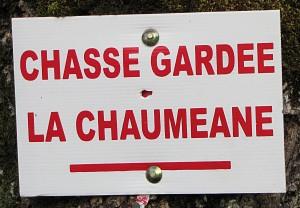 Chasse gardée de la Chauméane ( panneau sur un arbre)